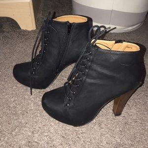 ✨Charlotte Russe heel booties Size 8